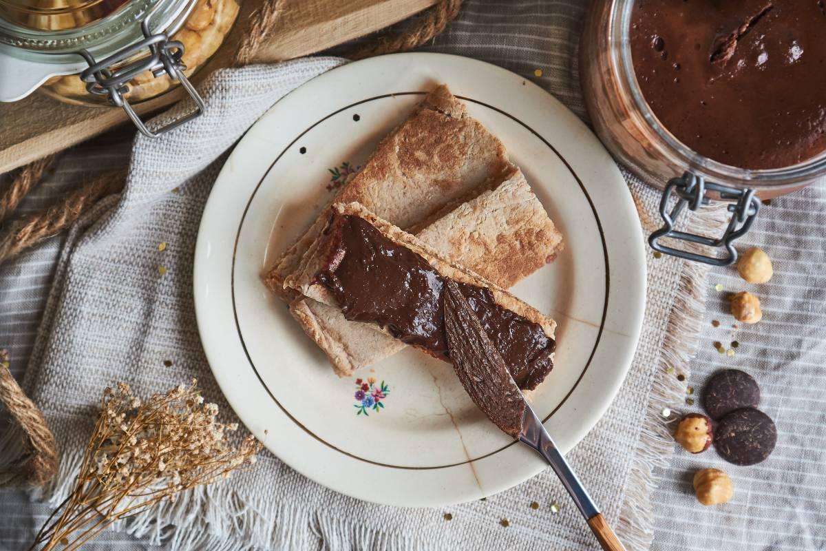 Crema de cacao casera con pan de espelta express